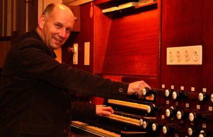 Gereformeerde kerk van Arnemuiden met organist Evert van de Veen