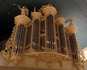 Grote kerk van Sliedrecht met organist Jan Dekker