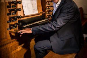 Martin Mans improviseert graag op het orgel