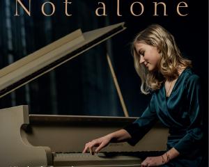 Cd Not alone piano improvisaties van Nienke de Deugd