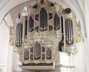 Rien Donkersloot geeft orgelconcert in de Oude kerk van Barneveld
