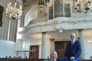 Henk-Jan Drost en Arjan Breukhoven in de Fontein te Nijkerk